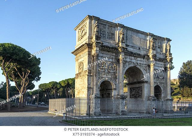 The Arch of Constantine situated between the Colosseum and the Palatine Hill. It is the largest of Rome's Triumphal arches. Rome, Lazio, Italy