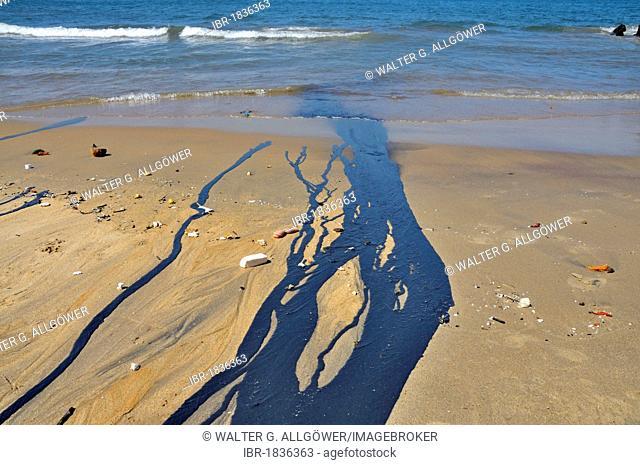 Oil slick on the beach, Galle, Sri Lanka, Ceylon, South Asia