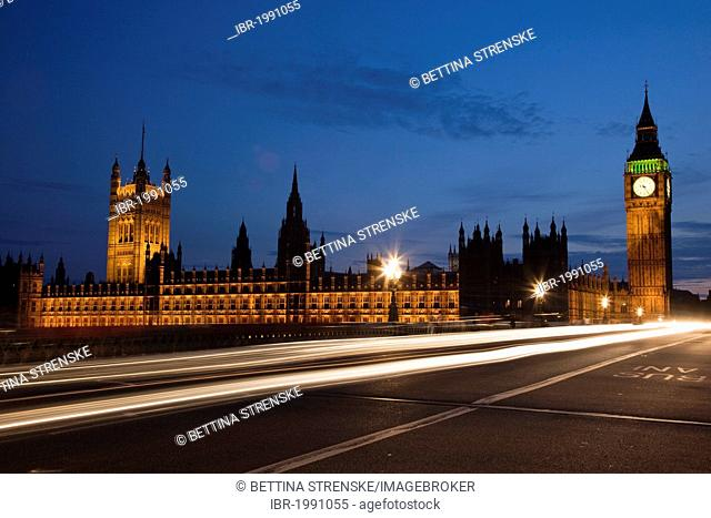 Westminster Bridge with the Houses of Parliament at dusk, London, England, United Kingdom, Europe