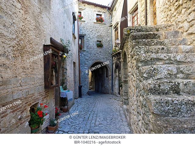 Typical alley with a passage and stairs, Santa Stefano de Sessiano, Abbruzzies, Abruzzo, Italy, Europe, PublicGround