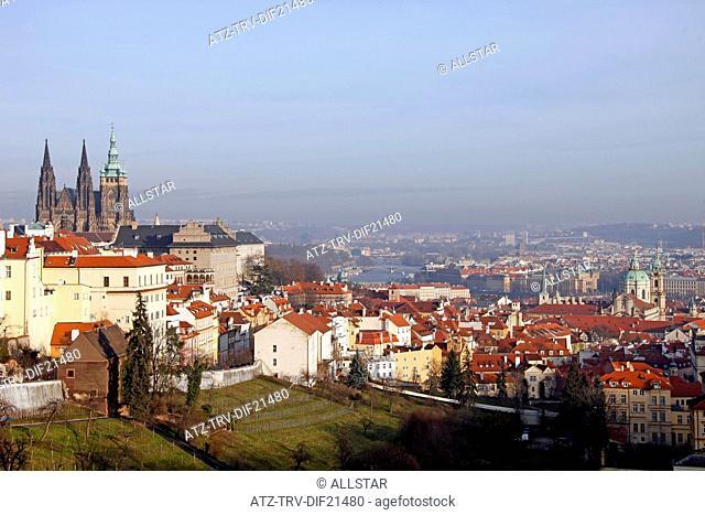 ST. VITUS CATHEDRAL & CITY VIEW; PRAGUE & CZECH REPUBLIC; 29/12/2012