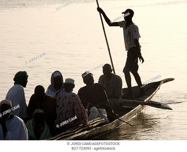 Passengers on pirogue, Niger River, Niafunké. Mali