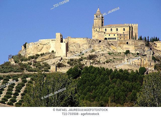 Alcalá la Real (Jaén). España. Panorámica de la Fortaleza de la Mota sobre el cerro que domina el pueblo jienense de Alcalá la Real