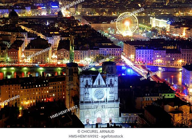 France, Rhone, Lyon, la Fete des Lumieres Lights festival of 2006, Saint Jean cathedral in foreground