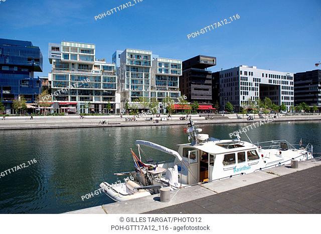 France, Lyon, Quays of the Saône River, Quartier Confluence, Quai Antoine Riboud, marina, harbour, building Photo Gilles Targat