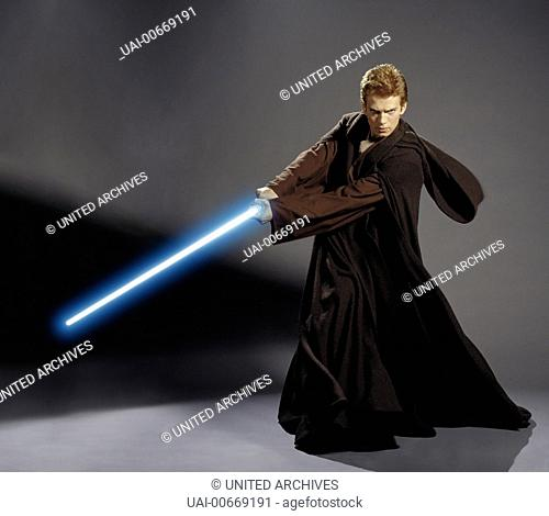 STAR WARS: EPISODE II - ATTACK OF THE CLONES USA 2002 George Lucas Anakin Skywalker (HAYDEN CHRISTENSEN) mit Lichtschwert