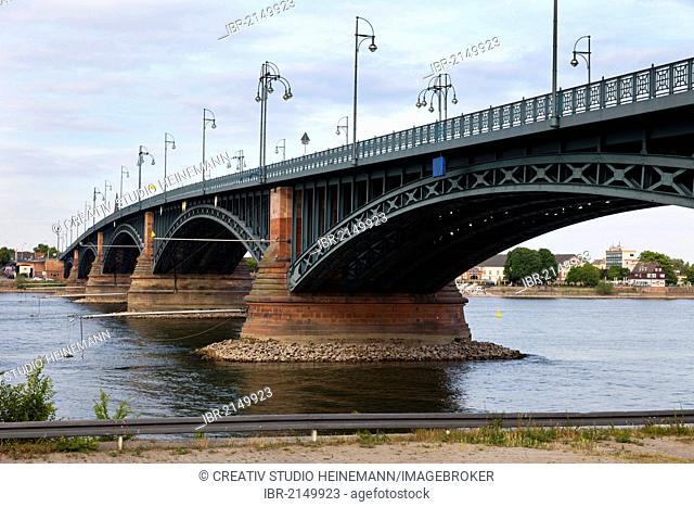 Theodor Heuss Bridge crossing the Rhine River, Mainz, Rhineland-Palatinate, Germany, Europe