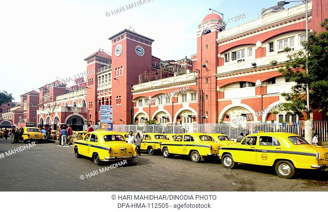 Howrah railway station building and taxi stand ; Calcutta now Kolkata ; West Bengal ; India
