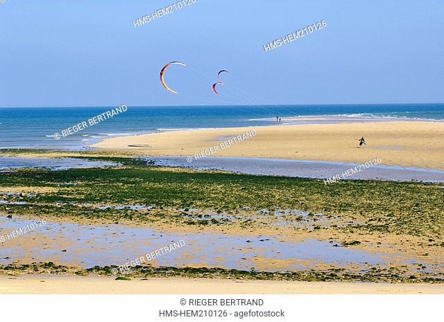 France, Charente Maritime, Ile de Re, Les Portes en Re, Trousse Chemise beach
