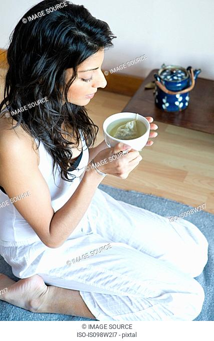 Women drinking green tea