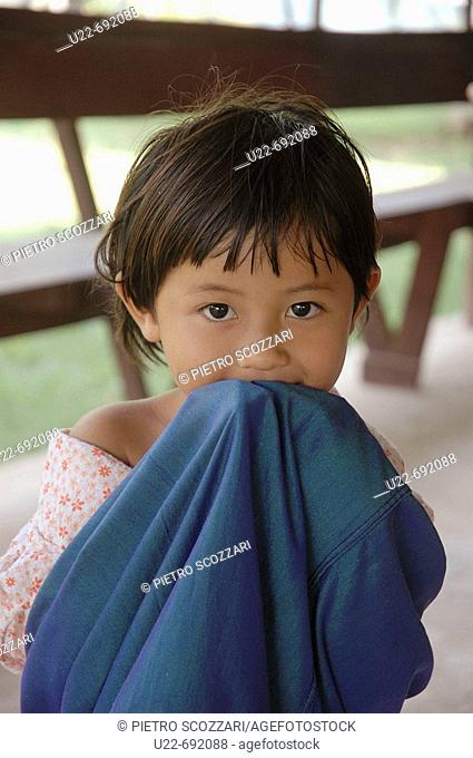 Don Khon Laos, little girl with a blanket