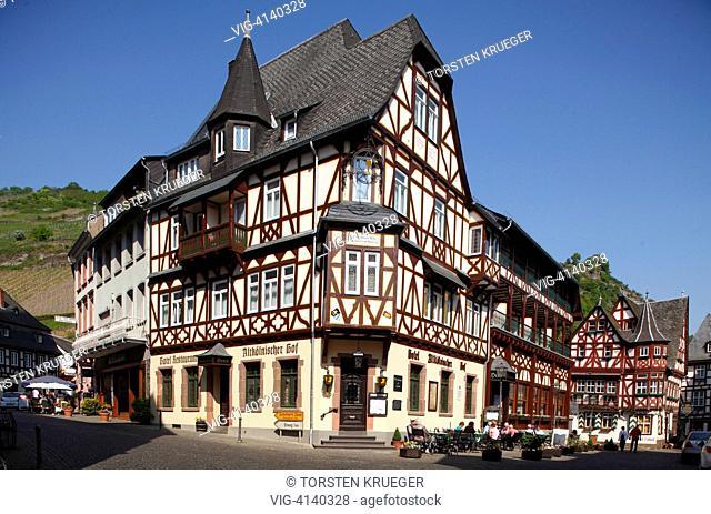 Bacharach : Altstadt mit Fachwerkhaeusern und Hotel Altkoelnischer Hof