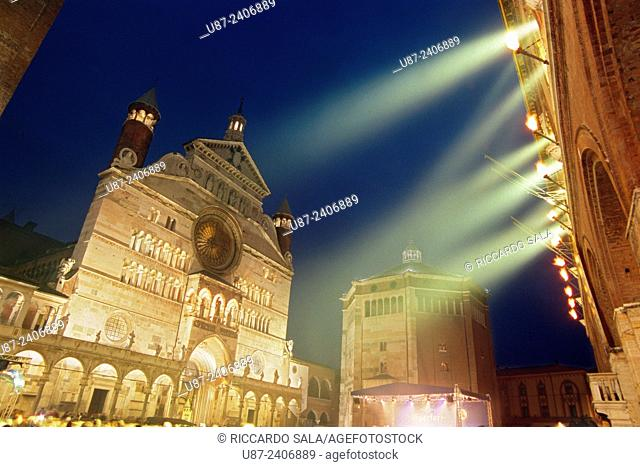 Italy, Lombardy, Cremona, the Duomo and the Torrazzo during Torrone Feast