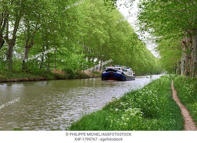 France, Languedoc-Roussillon, Aude 11, navigation on the Canal du Midi