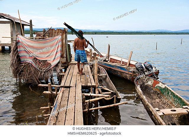 Panama, San Blas archipelago, Kuna Yala autonomous territory, Carti island, ulu and pier, boat Native Americans Kuna