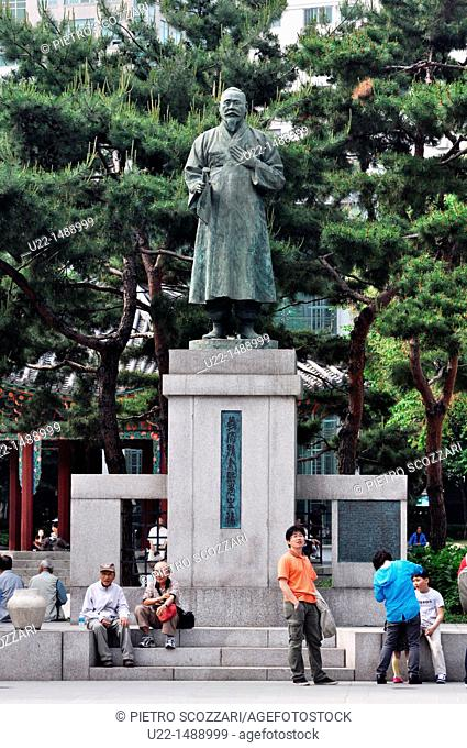 Seoul (South Korea): statue in Tapgol Park