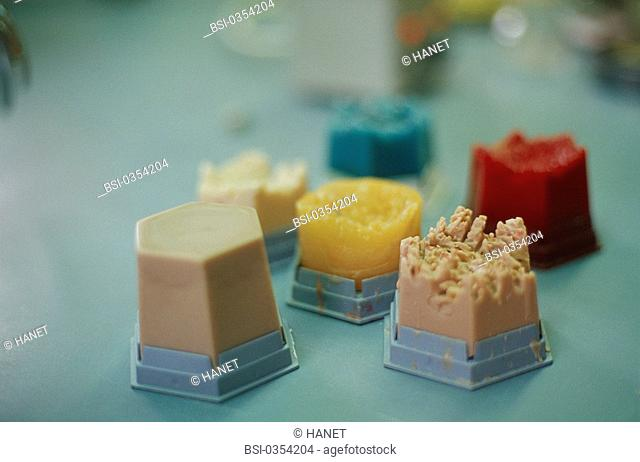 DENTAL PROSTHESIS<BR>Photo essay.<BR>Wax used for the metal