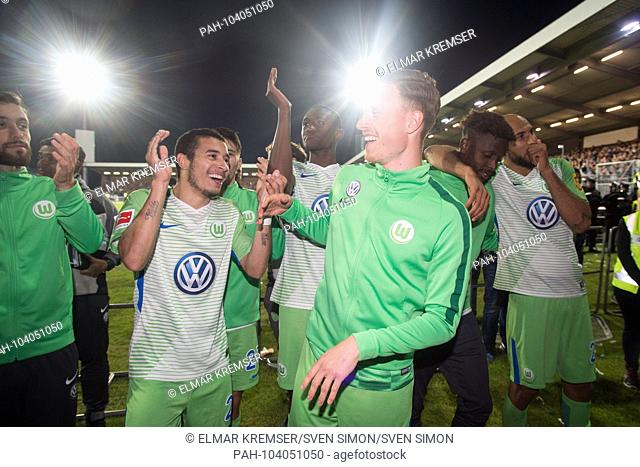 The Wolfsburg players and WILLIAM (left to right, WOB) and Yannick GERHARDT (WOB) are pleased about the whereabouts in the first Bundesliga, jubilation