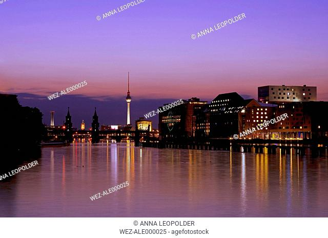 Germany, Berlin, View of skyline with Spree River