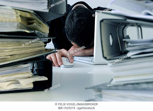 File folders, office, symbolic image for burnout, stress at work