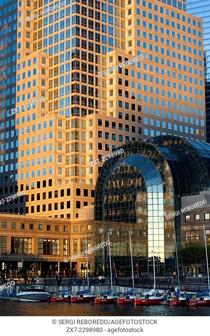 World Financial Center office buildings in the financial district of Manhattan. West of the city, among which was the World Trade Center and Batery Park City