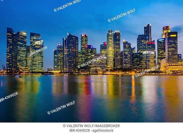 Skyline at dusk, downtown, Financial District, Central Business District, Marina Bay, Downtown Core, Singapore