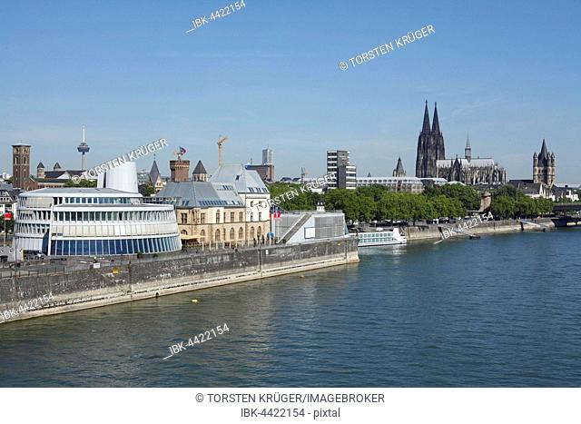 CIty view, Imhoff-Stollwerck-Museum, chocolate museum and Cologne Cathedral, Rhine banks, Cologne, North Rhine-Westphalia, Germany