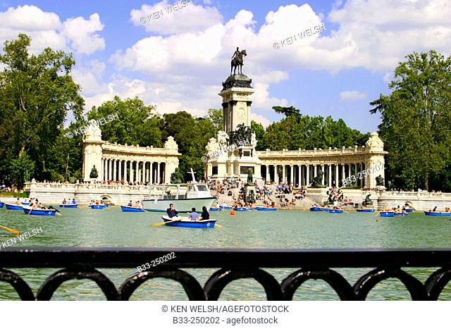 Lake at park, Parque del Retiro. Madrid. Spain
