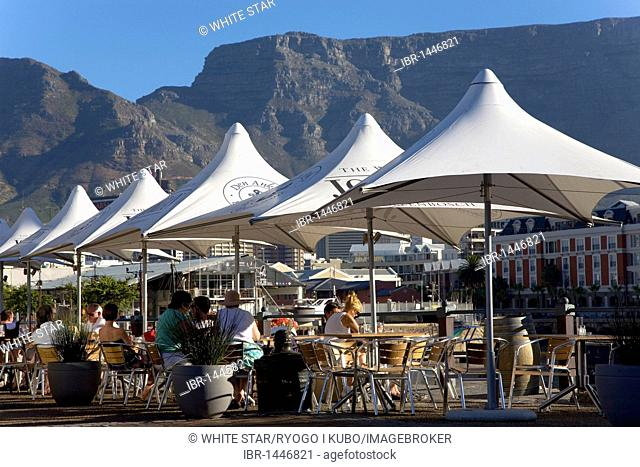 Café at the V & A Waterfront, harbor, cafe, street cafe, Cape Town, Western Cape, South Africa, Africa