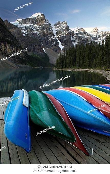 Canoes, Valley of the Ten Peaks, Wenkchemna Range, Moraine Lake, Banff National Park, Alberta, Canada