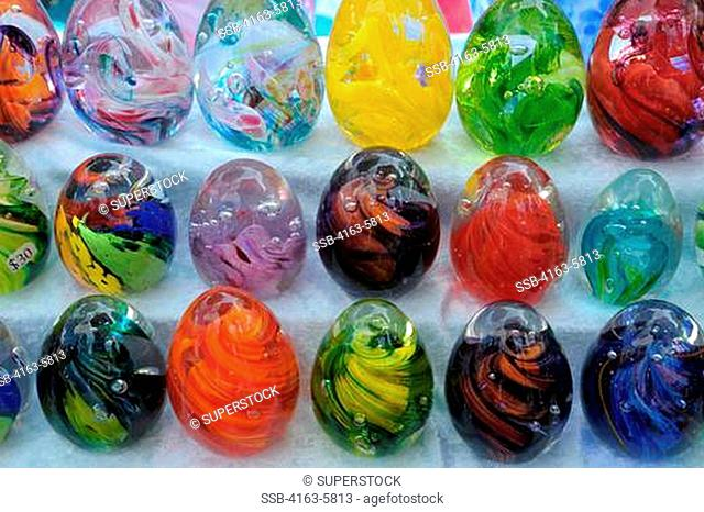 USA, WASHINGTON STATE, SEATTLE, PIKE PLACE MARKET, COLORFUL GLASS EGGS