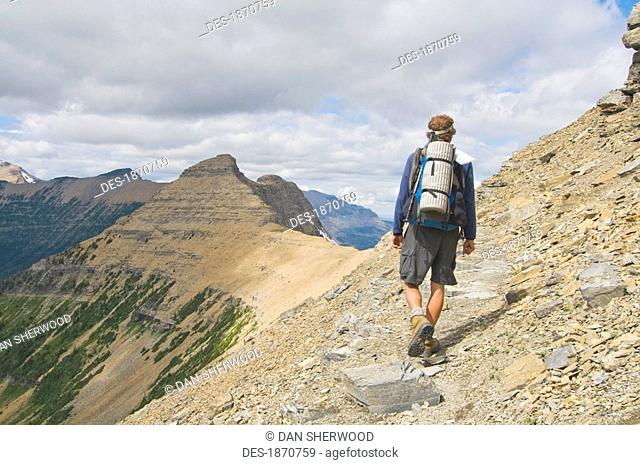 glacier national park, montana, united states of america, backpacking towards cutbank pass on the continental divide trail