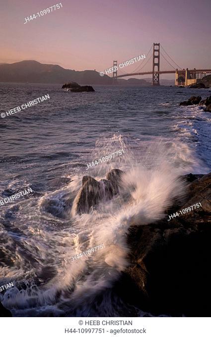 USA, California, Bay area, San Francisco, Golden Gate Bridge from Baker beach