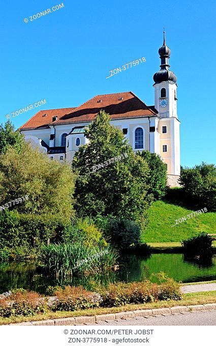 Die Pfarrkirche St. Johannes Baptist in Breitbrunn am Chiemsee / The Church John the Baptist at Breitbrunn at the Chiemsee in Bavaria