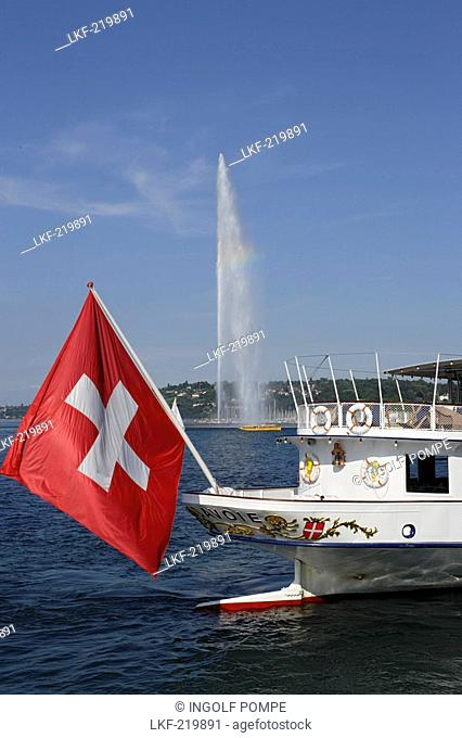 Jet d'Eau, one of the largest fountains in the world, excursion boat with Swiss flag in foreground, Lake Geneva, Geneva, Canton of Geneva, Switzerland