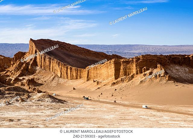 Atacama amphitheatre in Moon Valley. The Salt Mountain Chain was formed by the horizontal accumulation of thin layers of materials (sand, clay and salt)