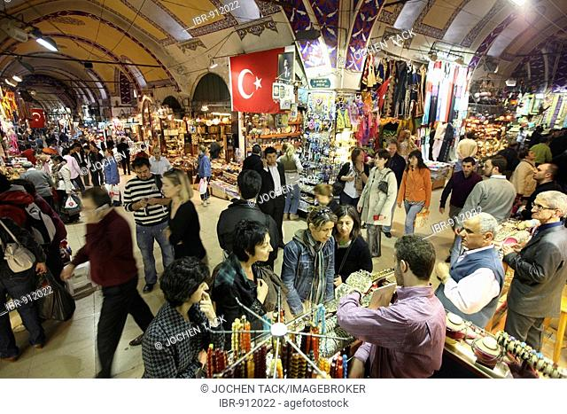 People, Grand Bazaar or Covered Bazaar, covered market with many vaults where goods of all sorts are available, Istanbul, Turkey