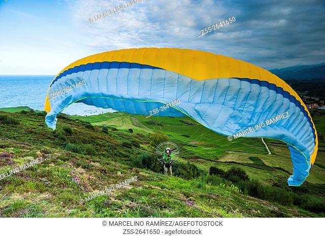 Paramotor pilot preparing for takeoff. Niembro, LLanes, Asturias, Spain