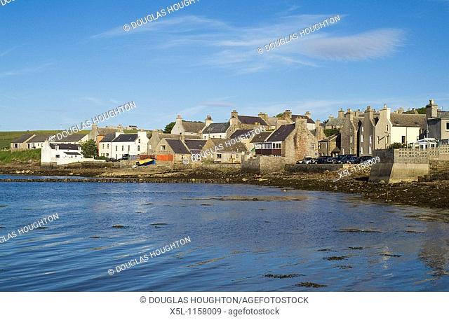 St Margarets Hope SOUTH RONALDSAY ORKNEY Waterfront quayside harbour houses town