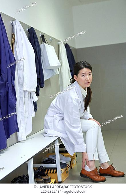 Researcher in the dressing room. White coats. Technological Services to Industry. Tecnalia Research & Innovation, Donostia, San Sebastian, Gipuzkoa