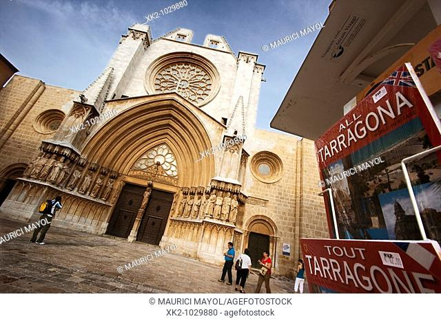 Tourist guides and Gothic Cathedral of Tarragona, Catalonia, Spain
