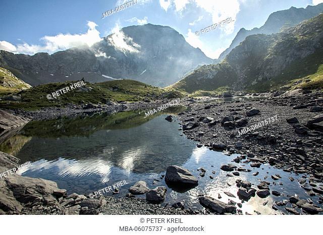 Portillo de Benasque, Ibones de Boum du Porto, Ibones, tourism, travel, Benasque, national park, France, mountain, lake, clouds, mood