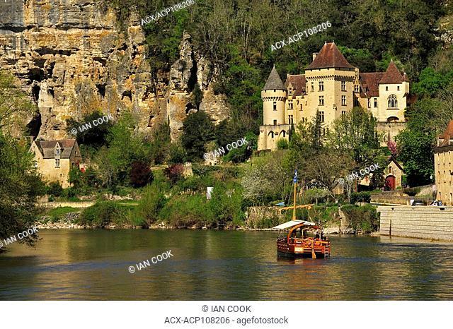 Dordogne River at La Roque Gageac, Dordogne Département, Aquitaine, France