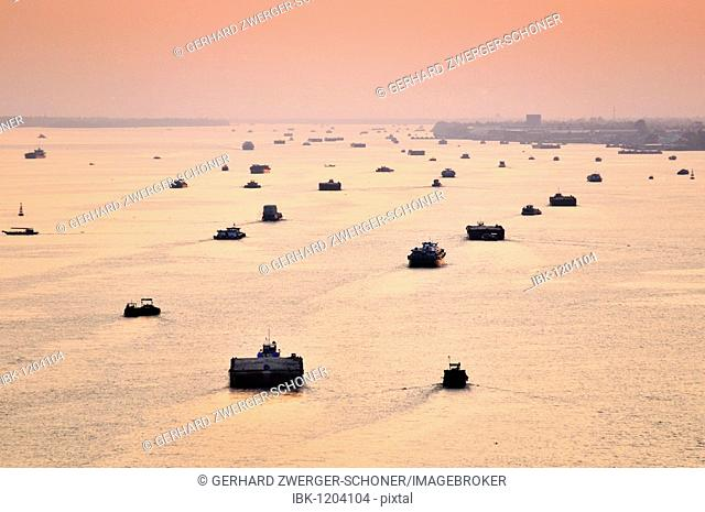 Transport ships on the Mekong river, Can Tho, Mekong Delta, Vietnam, Southeast Asia
