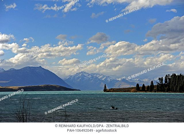Lake Tekapo in the Mount Cook region on the southern peninsula of New Zealand, recorded in April 2018 | usage worldwide. - /Neuseeland