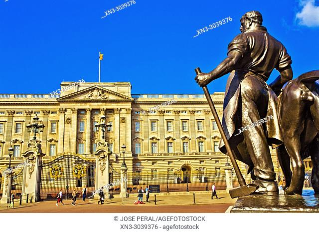 Bronze statue of a man standing beside a lion, Buckingham Palace, Victoria Memorial, City of Westminster, London, England, UK, United Kingdom, Europe