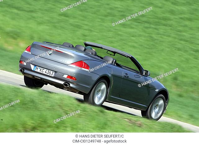 BMW 650i Convertible, model year 2006-, anthracite, driving, diagonal from the back, rear view, country road, open top