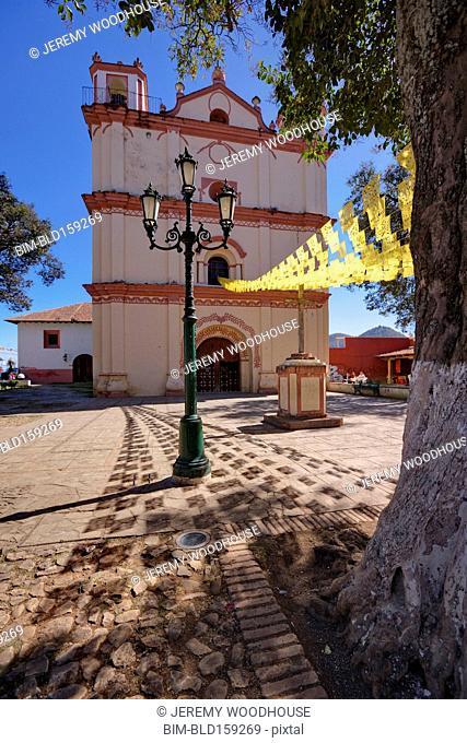 San Francisco church facade in town square, San Cristobal de las Casas, Chiapas, Mexico