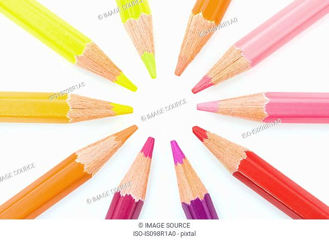 Colouring pencils in a circle