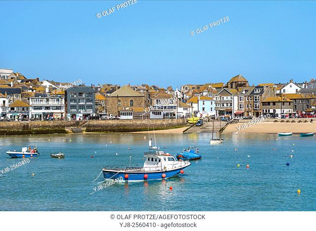 View over the fishing harbour of St Ives, seen from Smeatons Pier, Cornwall, England, UK